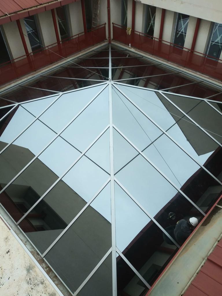 Lucernarios de vidrio piramidales